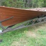 Was macht dieses tolle Kirchboot im Wald